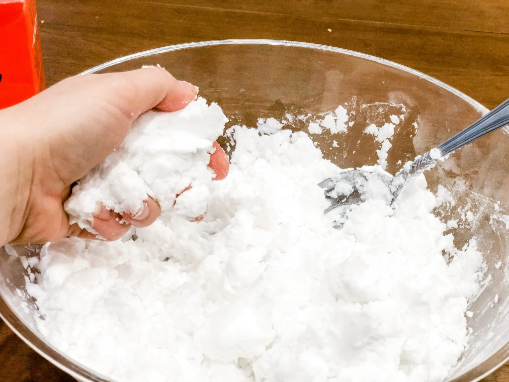 Winter is here and there has never been a more perfect time for this pretend snow. Use fake snow for sensory play with your toddler or preschooler.
