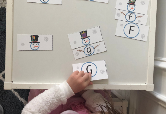 This free printable preschool winter activity involves matching upper & lower case letters, and letter sound, to complete the snowman.
