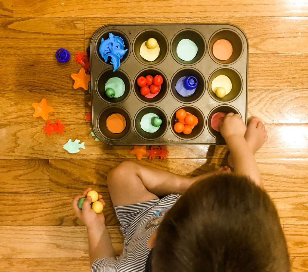 Sorting colors is a quick and simple activity to do with your toddler- they will have so much fun, they will not even notice how much learning is going on! This is an easy activity for toddlers and preschoolers to learn colors and learn how to match and sort colors.