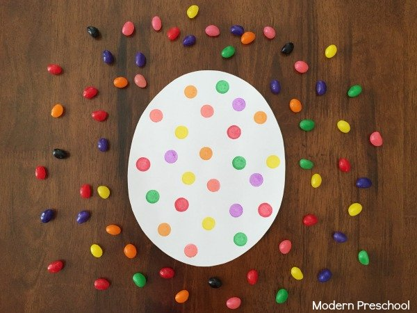 Easter is the perfect opportunity to prepare activities for your toddler. Here are the best toddler Easter activities on the internet.