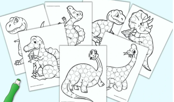 If your preschooler loves dinosaurs, you will find plenty of ideas in this collection of dinosaur activities for toddlers and preschoolers!