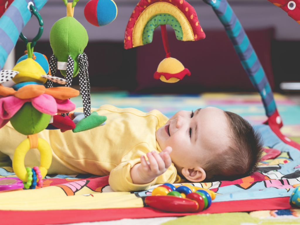 Learn how to play with a newborn with these tips and activities. Follow these easy newborn play ideas for easy newborn awake time activities.