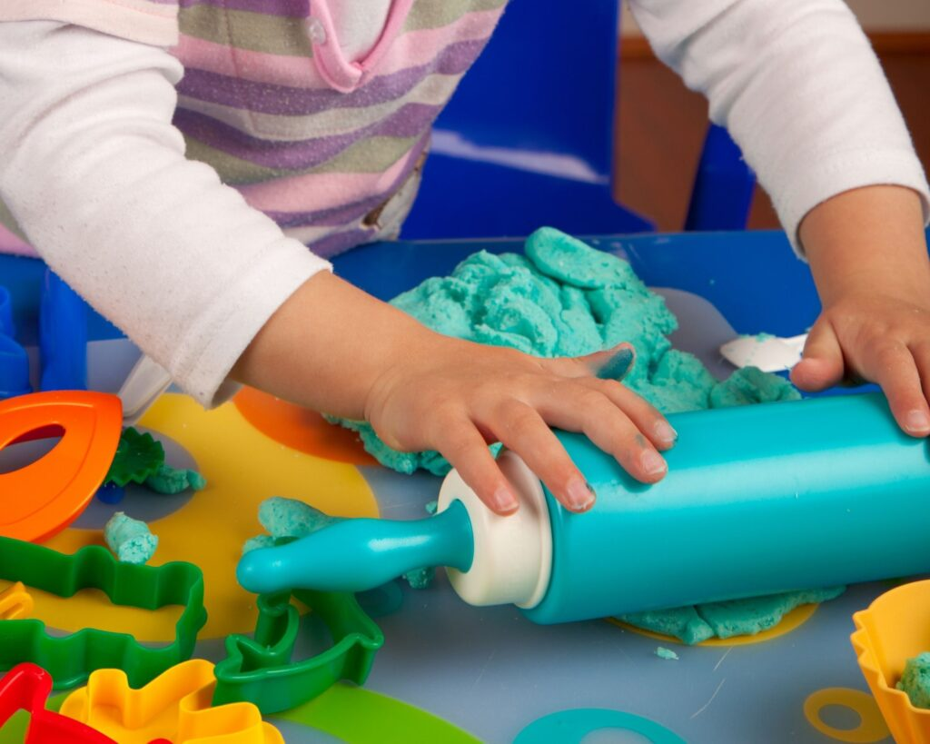Play-Doh has many benefits and is the ultimate sensory experience for kids- check out these awesome benefits and cool play doh sets for girls.