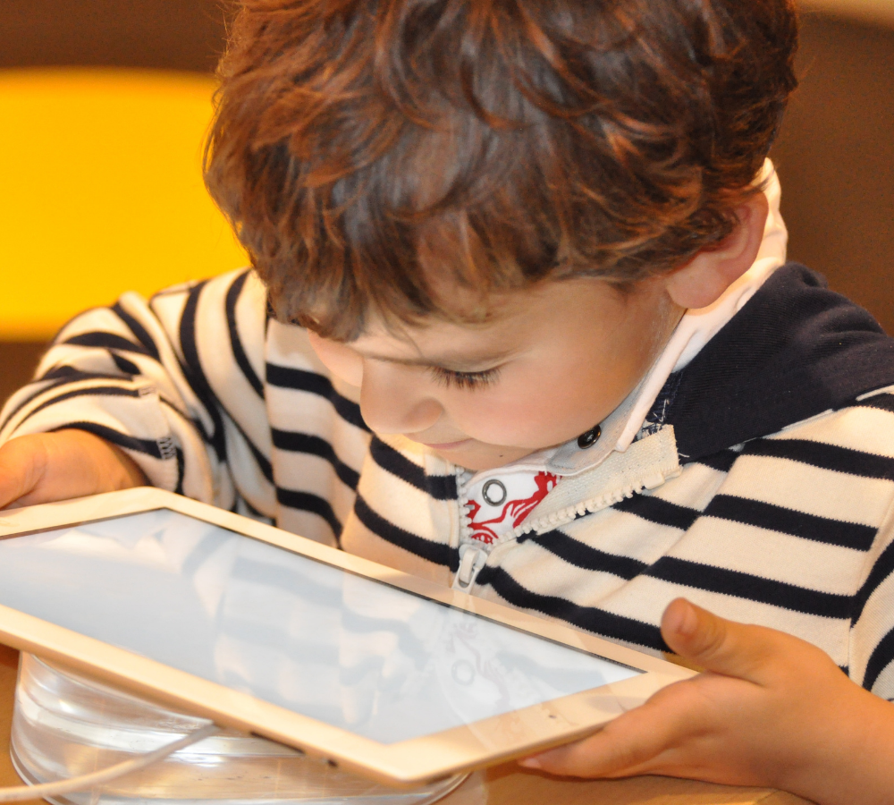 Screen time is popular amongst toddlers, but it can delay language & communication. Here are tips to reduce their addiction and on to more educational opportunities